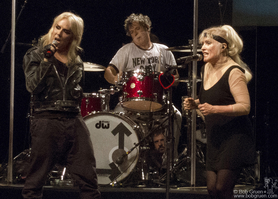 October 4 - NYC - Blondie's show at Roseland was a great success with a surprise appearance of their friend Miss Guy, joining Debbie to sing 'Rave', a song from the new Blondie album.