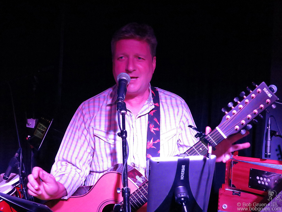 September 4 - NYC - In between bigger dates Glenn Tilbrook gave fans a small intimate show at Bowery Electric.