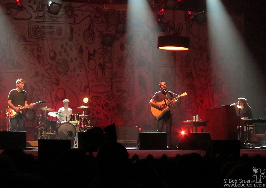 September 23 - NYC - Jack Johnson's set at the uptown United Theater was a very cool mellow evening.