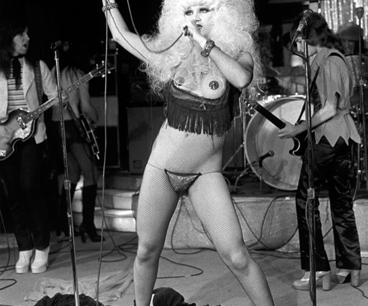 Jayne County, Club 82 in NYC. October 30, 1974. <P>Image #: R-111  © Bob Gruen