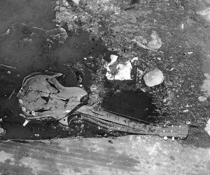 Guitar, Max's Kansas City, NYC . September 1975. <P>Image #: R-132  © Bob Gruen