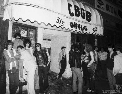 David Johansen, Danny Fields, Earl McGrath, Joey Ramone and Arturo Vega, NYC - 1977