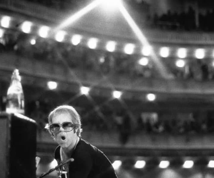 Elton John, Carnegie Hall, NYC. November 1972. <P>Image #: R-79  © Bob Gruen