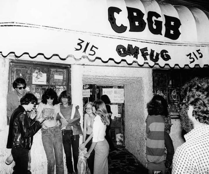 (L-R) Danny Fields, Joey Ramone and David Johansen, CBGB, NYC. August 1977. <P>Image #: R-460  © Bob Gruen