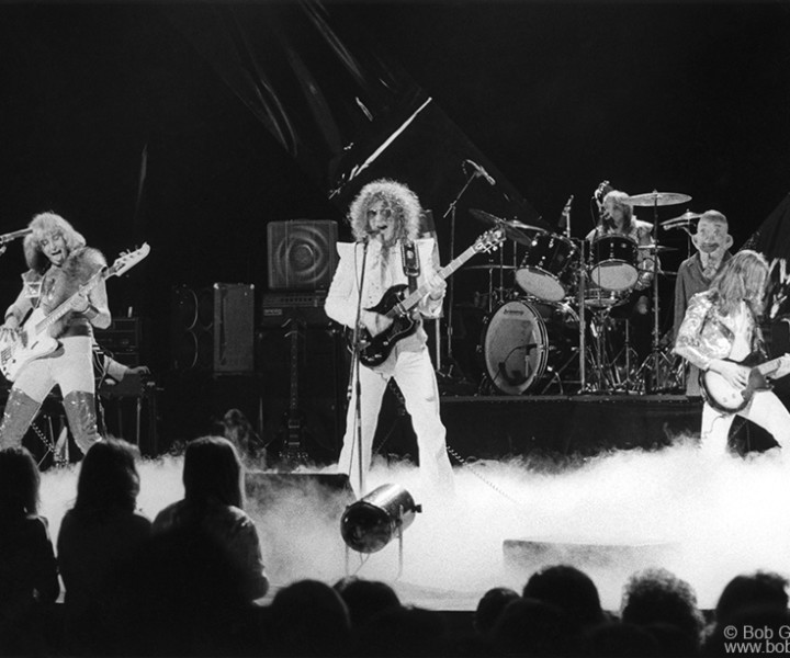 Mott The Hoople, Uris Theater, NYC. May 8, 1974. <P>Image #: R-507  © Bob Gruen