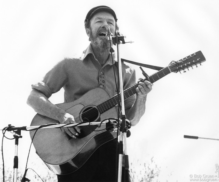 Pete Seeger, Central Park, NYC. May 11, 1975. <P>Image #: R-512  © Bob Gruen