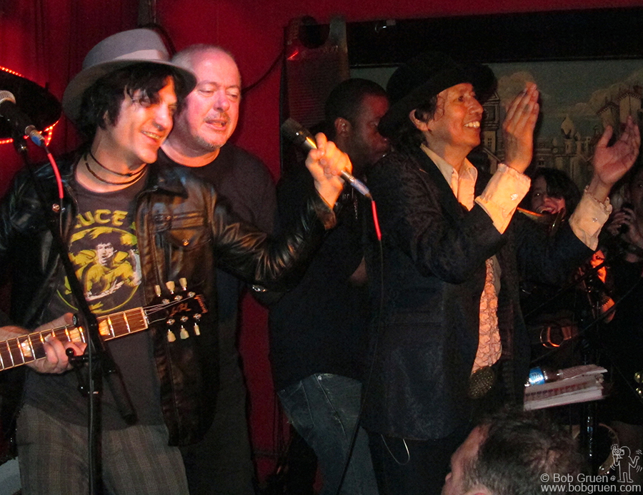 March 18 - Austin, TX - Jesse Malin joined with Alejandro Escovedo at Alejandro's closing party at the Continental.
