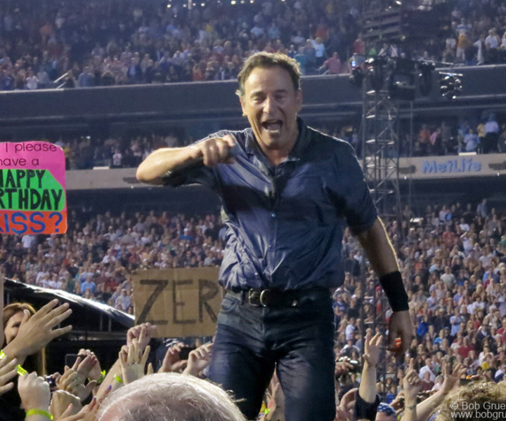 Sept 22 - New Jersey - Bruce Springsteen celebrated his 63rd birthday onstage with a hometown New Jersey crowd ....until 1:45 am!