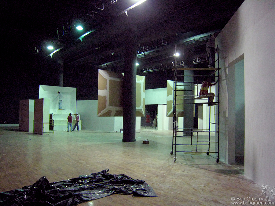 Meanwhile the construction of the installation was continuing with the building of three large video screens, the backstage area and the teenage bedroom.
