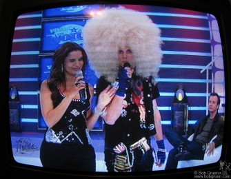 On Saturday night I got to see Supla's new TV job on Viva a Notie. He wore a wig he found in Los Angeles and told everyone it's the latest LA fad.
