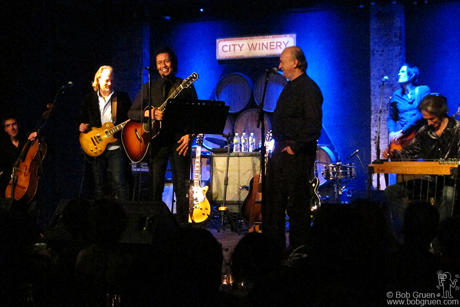 Jan 20 - NYC - Alejandro Escovedo gave a very interesting show at the City Winery where he was interviewed every few songs by Dave Marsh and Alejandro told the stories behind the songs.
