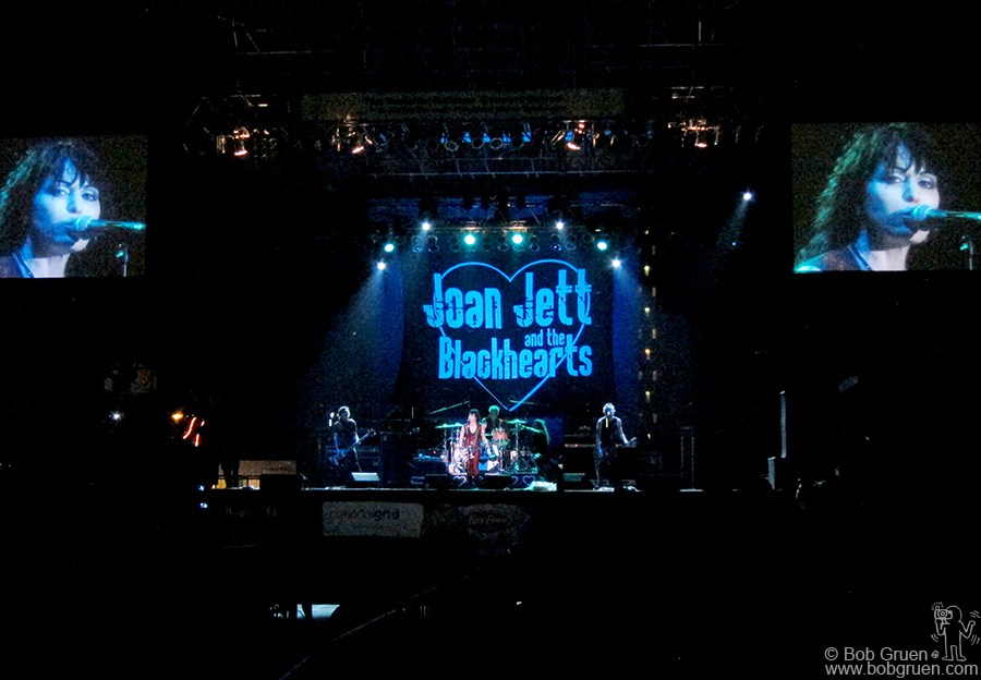 Aug 9 - NYC - Joan Jett and The Blackhearts rocked out in Coney Island.