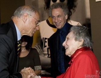Senador Eduardo Suplicy meets Bob's mom.