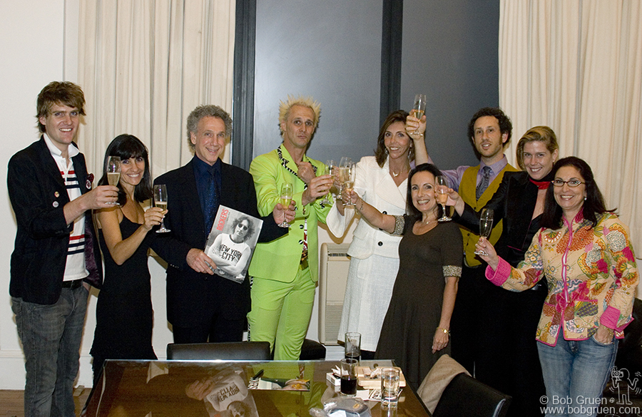 Tito Ficarelli, Fernanda Celidonio, Bob, Supla, Ana Maria Velloso, Celita Procopio de Carvalho, Kris, Elizabeth & Maria Christina Fioravanti raise a glass of champagne to celebrate.
