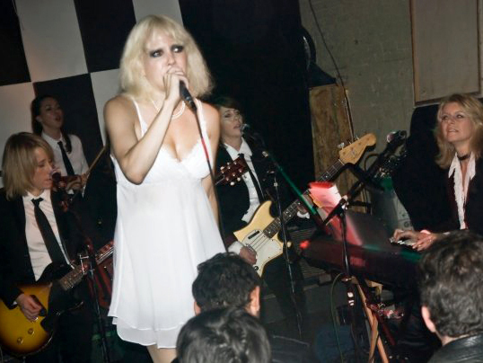 Blondie tribute band Pretty Baby, led by singer Tammy Faye Starlite did a good job of covering the 'Parallel Lines' album at my party.