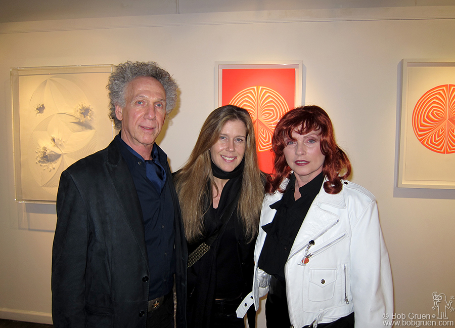 Nov 6 - NYC - My wife Elizabeth Gregory-Gruen opened her 4th gallery exhibiton of her artworks, and Debbie Harry came by to see the new color pieces, sporting a bit of color herself.