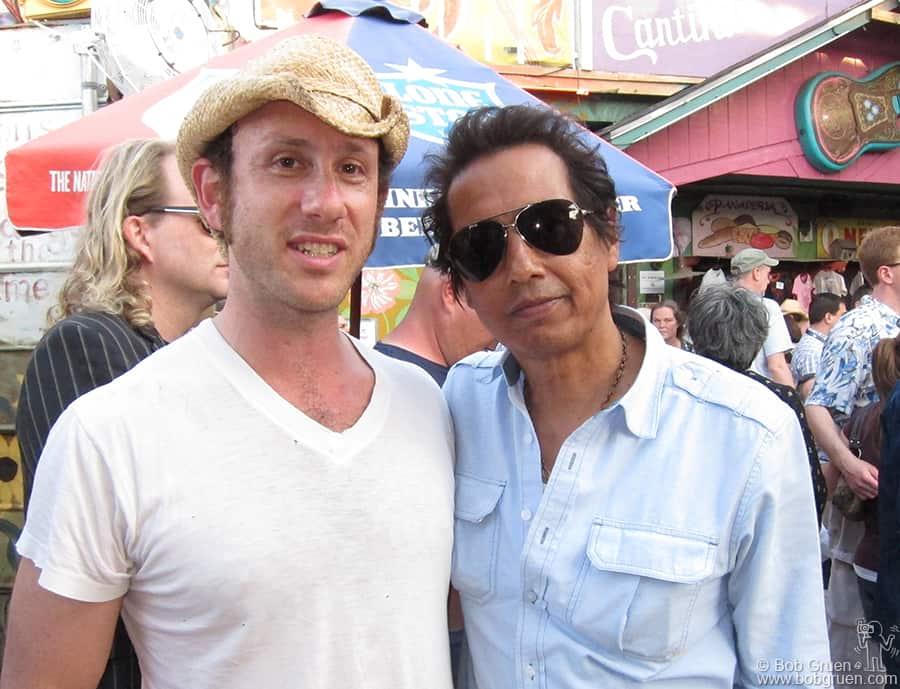 Kris says thank you to Alejandro Excovedo who invited Kris to play at Maria's Taco Xpress.