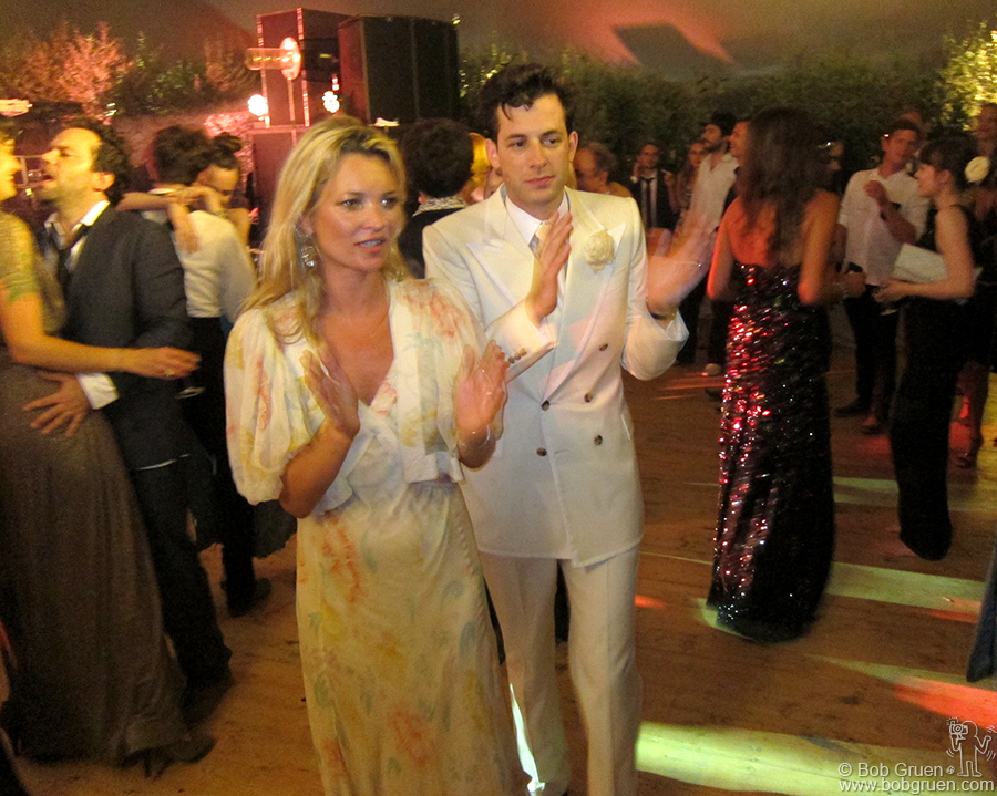 Kate Moss dances with Mark Ronson at Mark's wedding party.