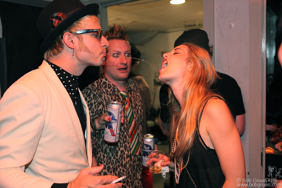 Mike Dirnt's way of sharing his beer with his wife shocks even the unshakable Tre.
