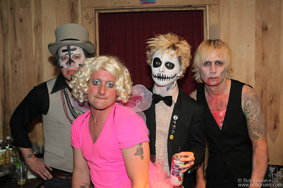Oct 27 - NYC - While in New York, Green Day played a secret surprise show at the very small Studio at Webster Hall. They came in Halloween makeup and played 25 new songs in a row!