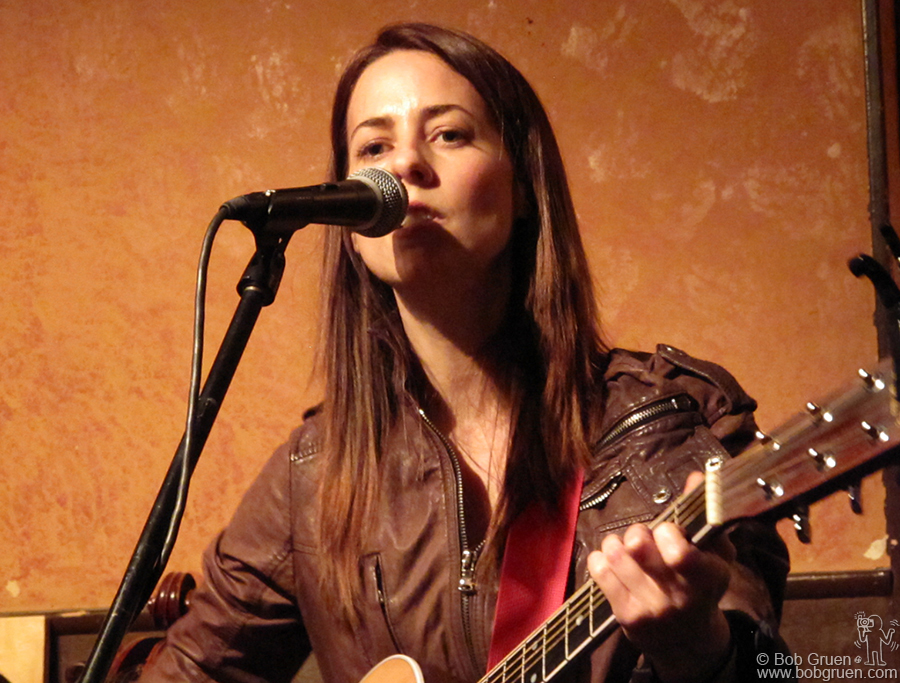 March 9 - NYC - Jensen Keets played at Caffe Vivaldi to showcase her new CD.