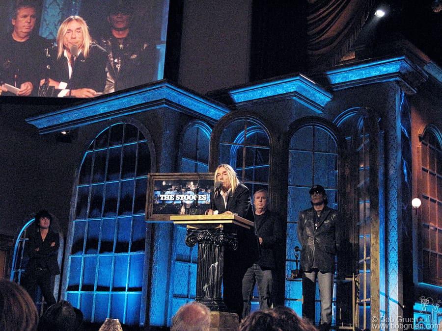 Billie Joe, James Williamson and Scott Asheton watch as Iggy accepts the award.