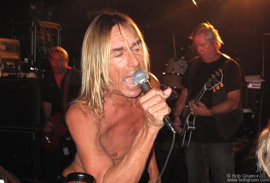 Sept 10 - NYC - Iggy Pop played a surprise show at Don Hill's club, a very rare opportunity to see the Stooges in a very intimate setting!