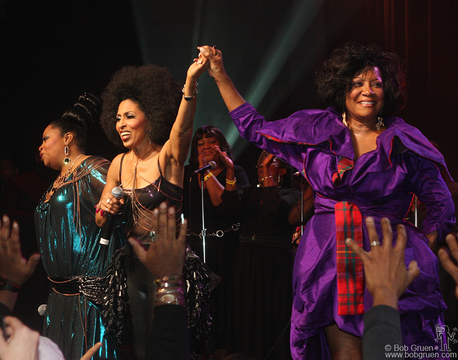 Dec 20 - NYC - The fastastic Labelle started their reunion tour at the famous Apollo Theater. Faced with a power failure in the fourth song, they finished the show singing without microphones and rescheduled the full show for the next night. They are amazing!