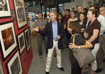 June 24 - Bob Gruen gave a talk at his 'Rockers' exhibition in the Morrison Hotel Gallery on the Bowery. The talk was a benefit for the VH1 charity 'Save the Music'.
