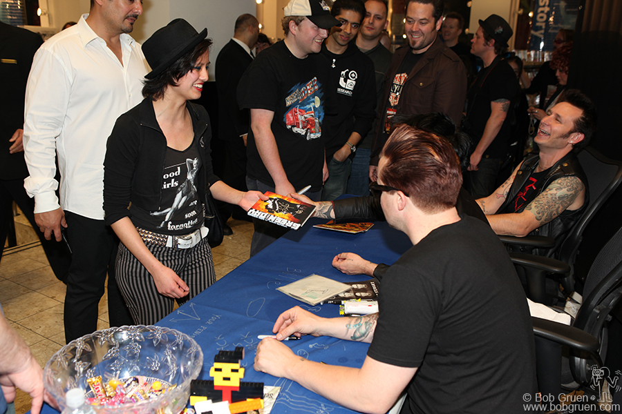 May 15 - NYC - '21st Century Breakdown' CD signing at Best Buy.