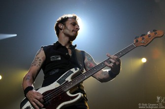 Mike Dirnt keeps the beat going strong.