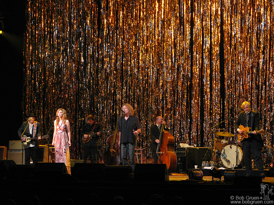 June 11 - NYC - Alison Krauss & Robert Plant's amazing album, 'Rising Sand' produced by T-Bone Burnett, was presented live at the WaMu Theater. The show was flawless!