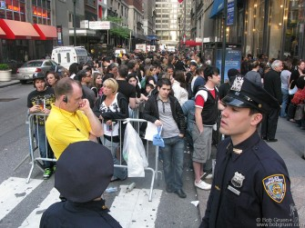 May 15 - Green Day fans waiting to get into the '21st Century Breakdown' CD signing at Best Buy.