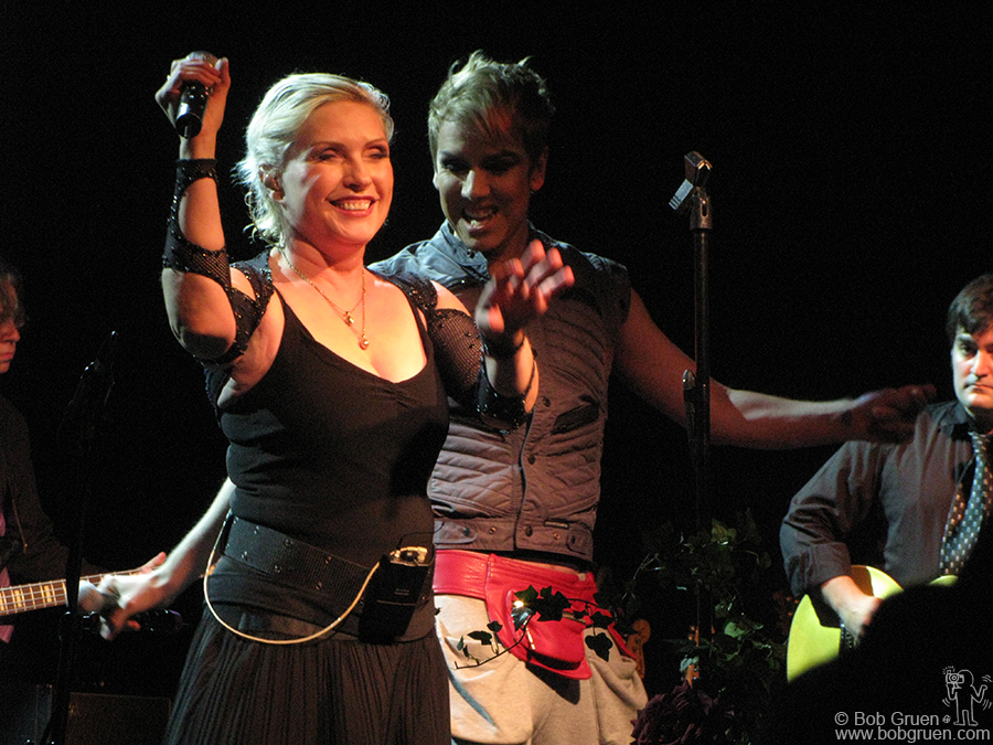 Nov 8 - NYC - When the awards dinner was over, I rushed back to the city to see Deborah Harry perform with a new band to promote her new solo CD - Necessary Evil. I got there in time to see Miss Guy join her onstage.