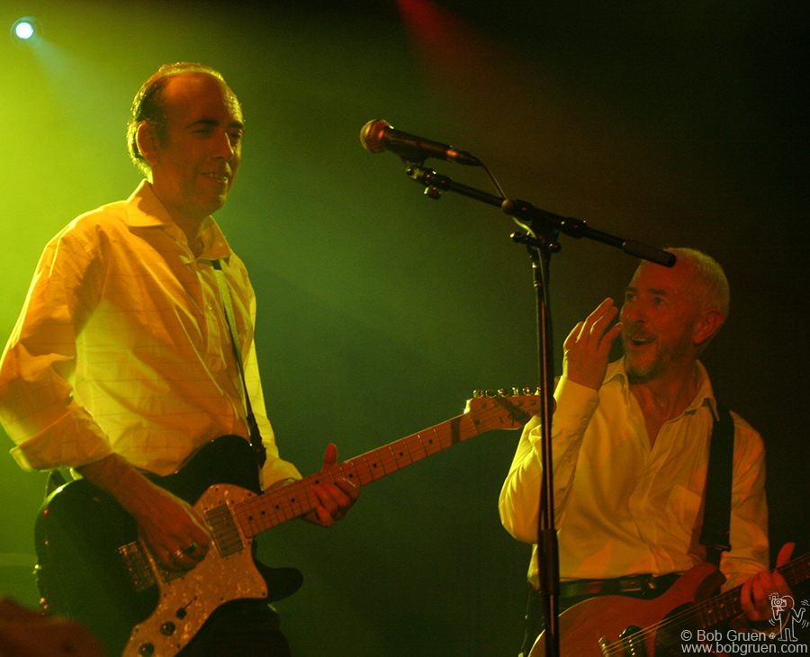 Dec 5 - NYC - Carbon Silicon a new band project of Mick Jones and Tony James appeared at the Highline Ballroom. It was the first time either of them played in New York in almost 20 years. They were in great form with good new material and having fun playing it.