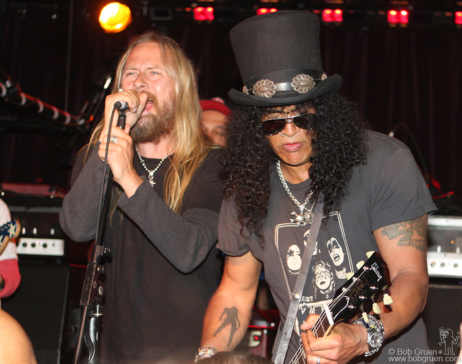 Jerry Cantrell & Slash played a few rockin' songs at John Varvatos store opening party.