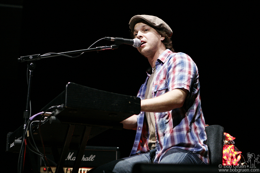 "Gavin DeGraw played Sam Cooke's ""A Change Is Gonna Come""."