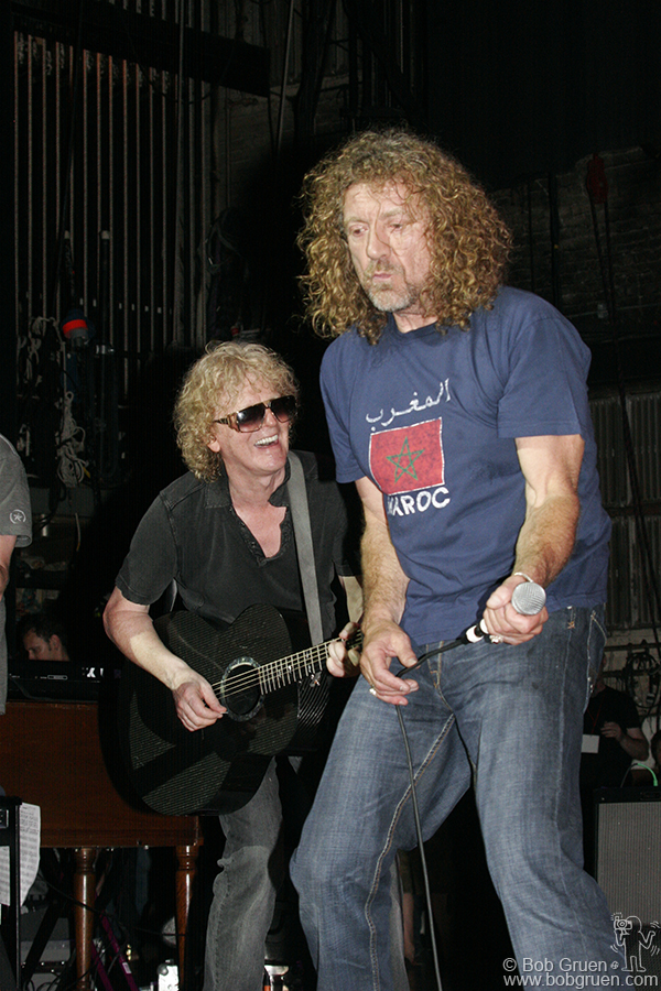 "Everyone jumped out of their seats when Ian Hunter joined Robert Plant on Buffalo Springfield's ""For What It's Worth"" at the end of the show."