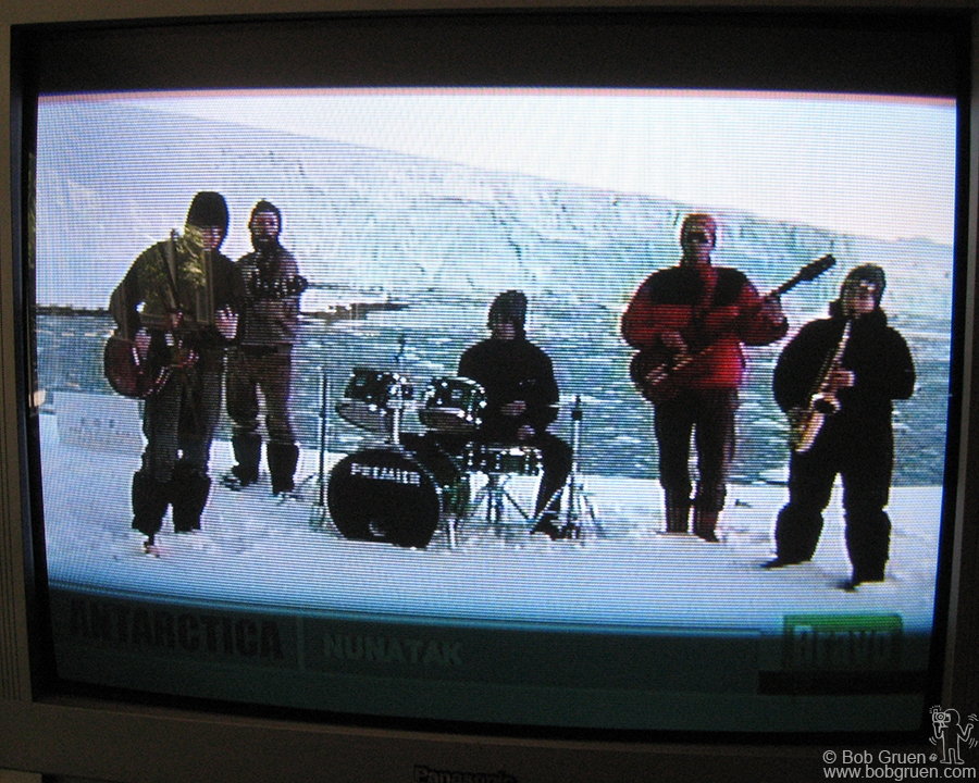 July 7 - NYC - Back home I relaxed from the trip and cought the Live Earth concert on TV. The band I enjoyed most was Nunatak, who played from Antarctica.