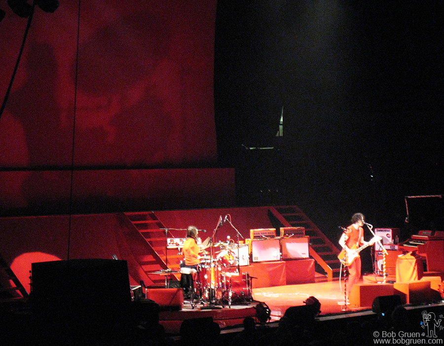 July 24 - NYC - The White Stripes played at Madison Square Garden. Instead of the usual giant TV screen the band kept to their minimal roots and had a large red backdrop onto which their shadows were projected.