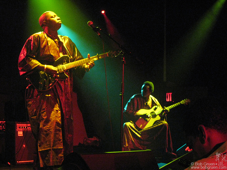 Aug 1 - NYC - Vieux Farka Toure played at the Highline Ballroom (boy! I've been going to this new place a lot lately, but that's because they have some really cool shows!).