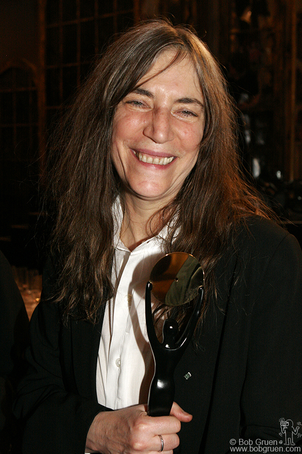 Patti Smith with her Hall of Fame statuette.