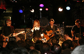 Chris and Debbie played a farewell acoustic set of many of Blondie's hit songs. Joining them was Leigh Foxx on bass and Paul Carbonara on guitar.