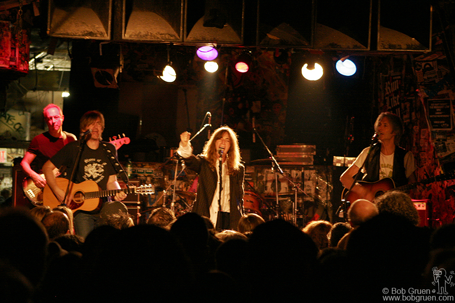 The Patti Smith group played a long show with two sets, first an acoustic set consisting of some of the songs they played when they first started there in 1974 and songs by Blondie and the Ramones among others . The second set was a long set of her own music, joined for a while by Flea of the Red Hot Chili Peppers.