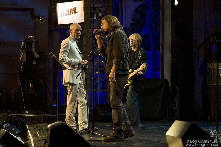 R.E.M & Eddie Vedder