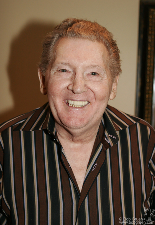 With a big smile Jerry Lee heads to the stage.