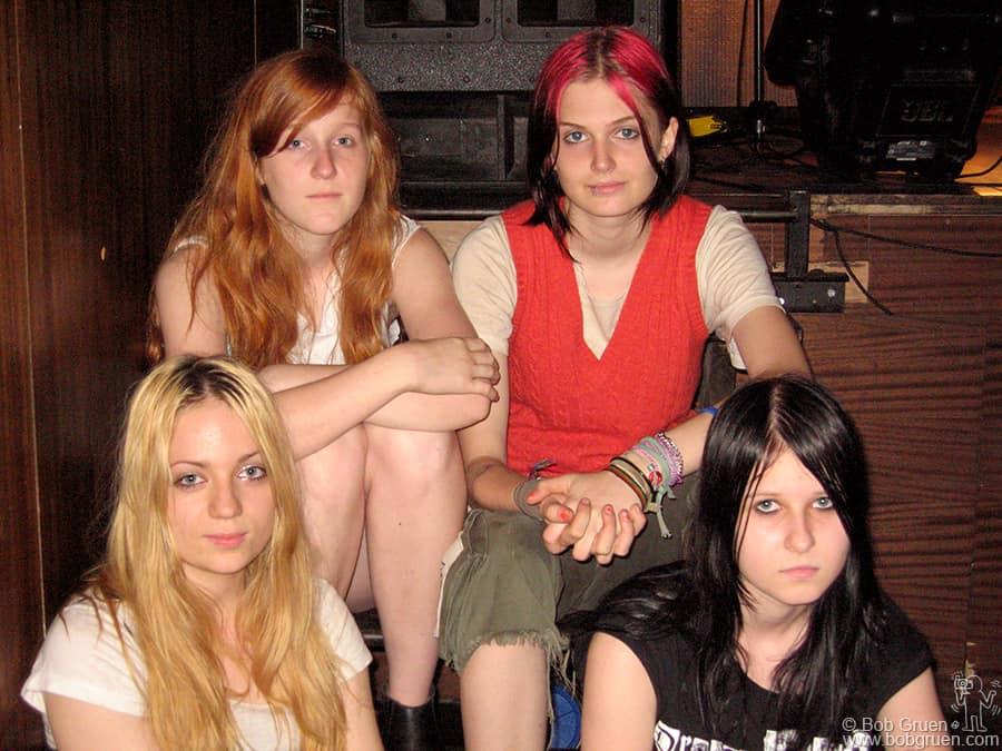ModRocket (Alex, Alice, Alanna & Sandra) are a rockin new young group!