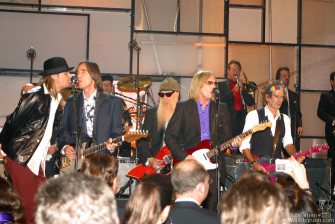 This was followed by all the winners and presenters ending the show with a rockin' jam session.