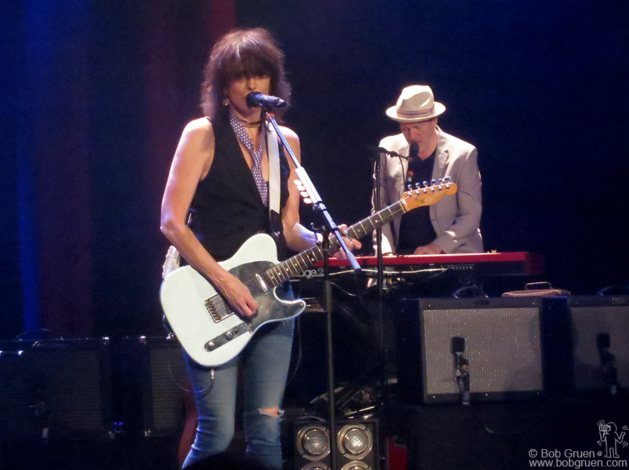 Nov 5 - NYC - Chrissie Hynde played songs from her new album with her new band.