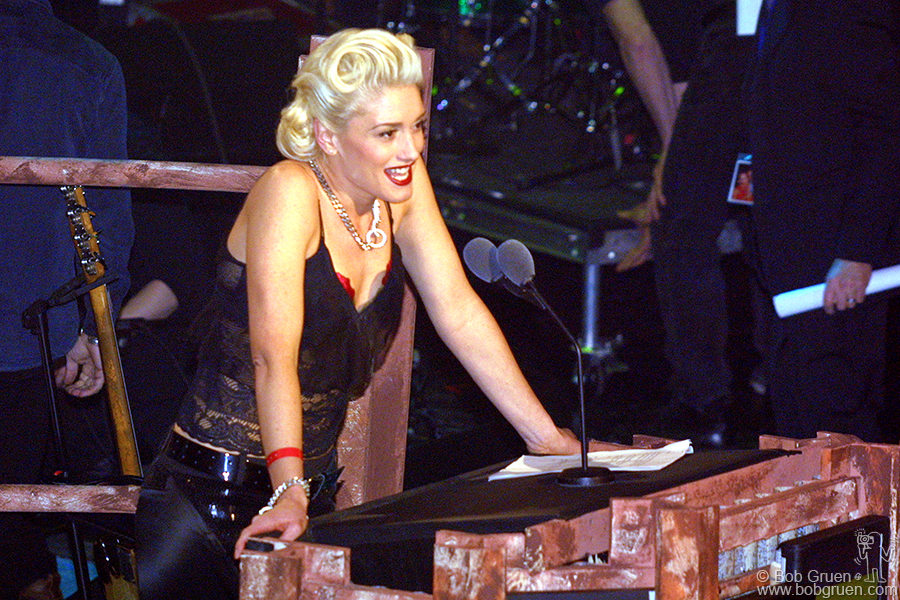 Beautiful Gwen Stefani inducted the Police into the R&R Hall of Fame.